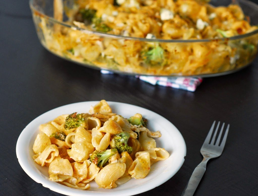 Buffalo Mac and Cheese with Blue Cheese and Broccoli from A Duck's Oven